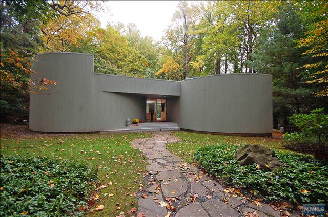 What 39 s on the market myron goldfinger 1970s house 15 - What is a contemporary home ...
