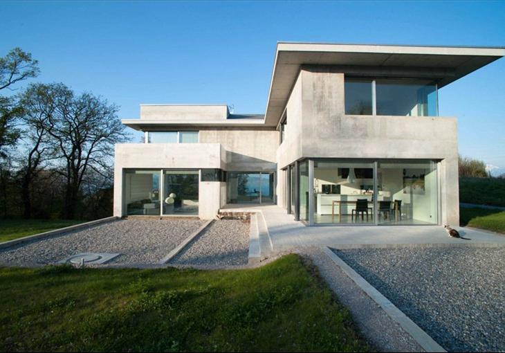 What 39 s on the market contemporary property for sale on for Modern style houses for sale