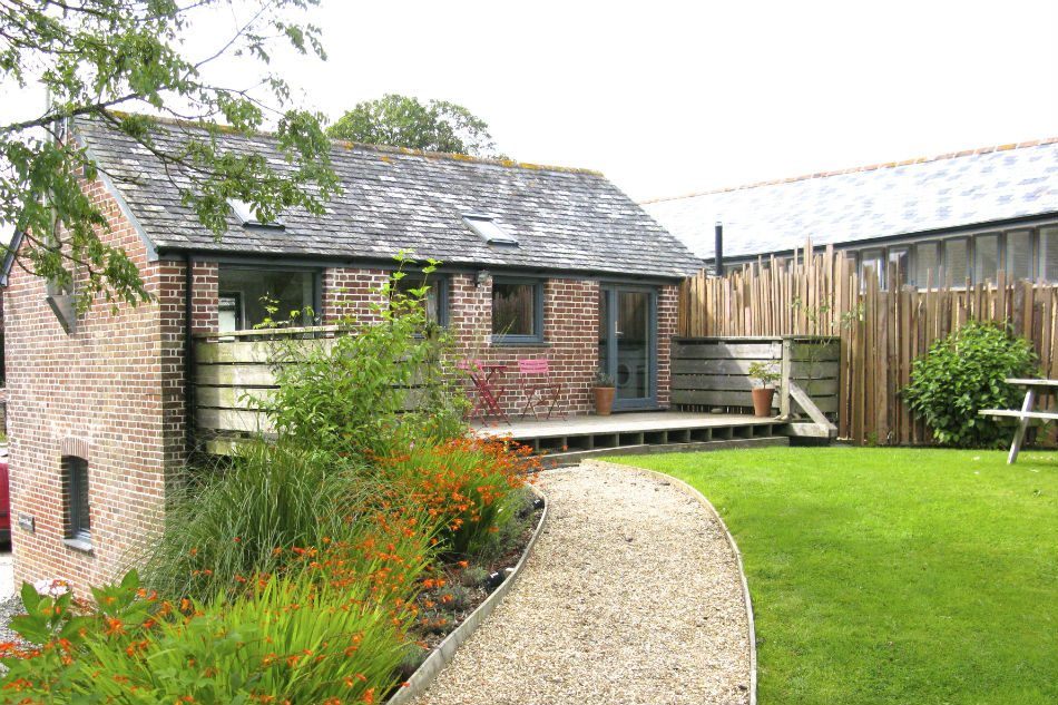 The red barn devon uk sleeps 4 cot the modern house for Modern house holiday lets