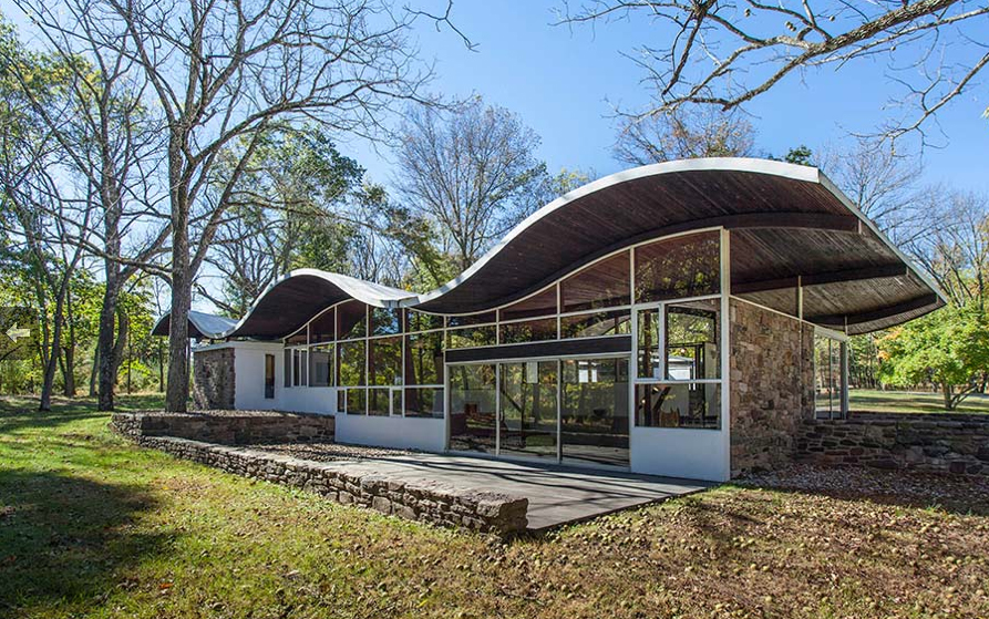WHAT'S ON THE MARKET: Undulating-roof House By Jules