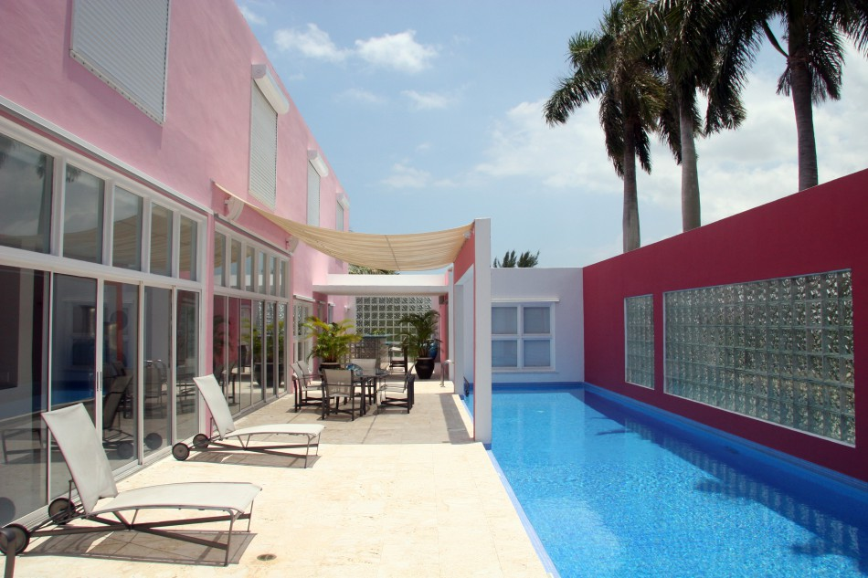 House Of The Week Pink House In Miami By Arquitectonica