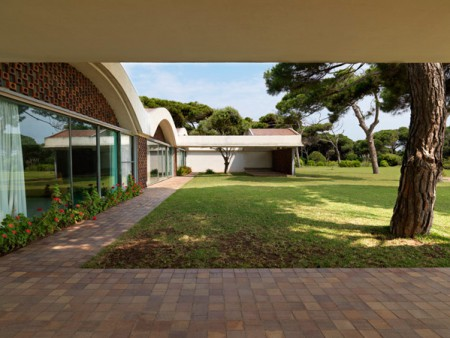 HOUSE OF THE WEEK: Casa Gomis by Antonio Bonet Castellana