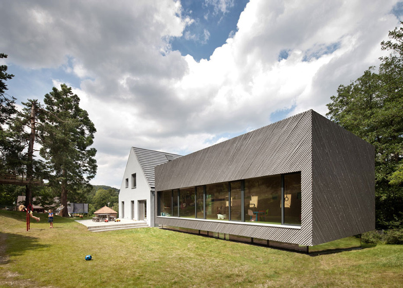 House of the day family house extension by franz for Modern house journal