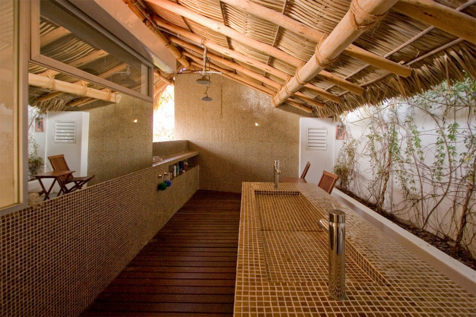 House of the day house 3 by at103 journal the modern for Restauracion de casas viejas