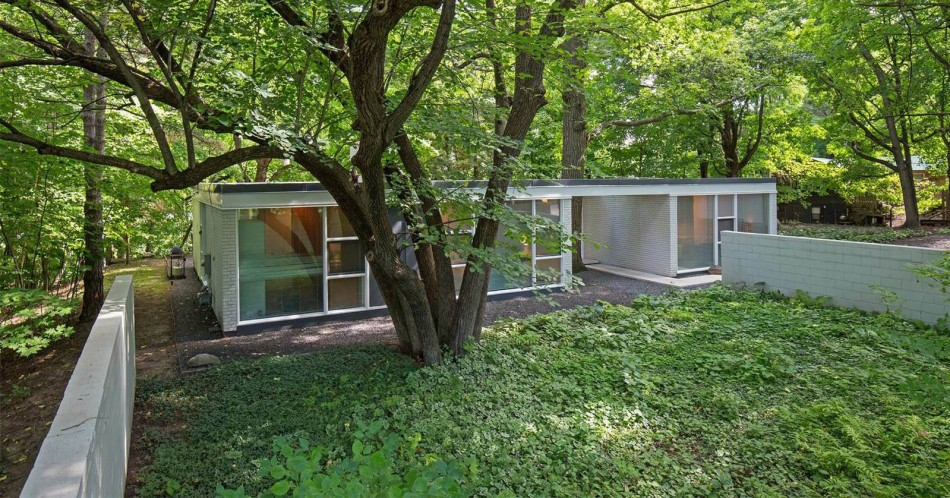 House of the Day: Mohawk Drive by Ralph Rapson | Journal ... on richard meier homes, derek jeter homes, paul rudolph homes, pietro belluschi homes, minneapolis homes, richard neutra homes, madonna homes, bruce goff homes, marcel breuer homes, tadao ando homes, michigan homes, michael graves homes, gerald ford homes,