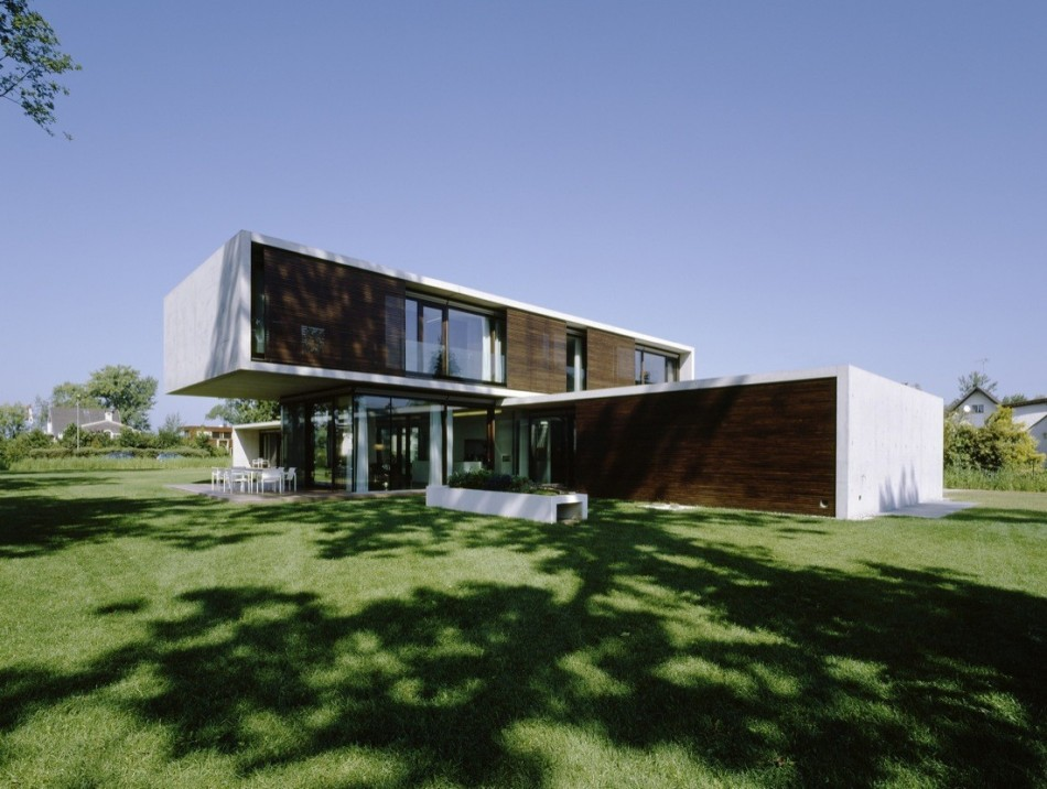 House of the day house lk by dietrich untertrifaller for Modern house journal