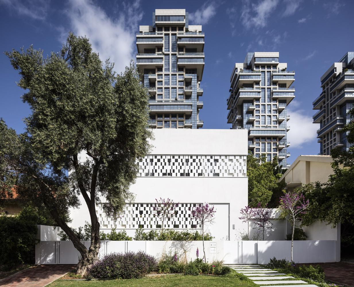 Tel Aviv House, The Modern House