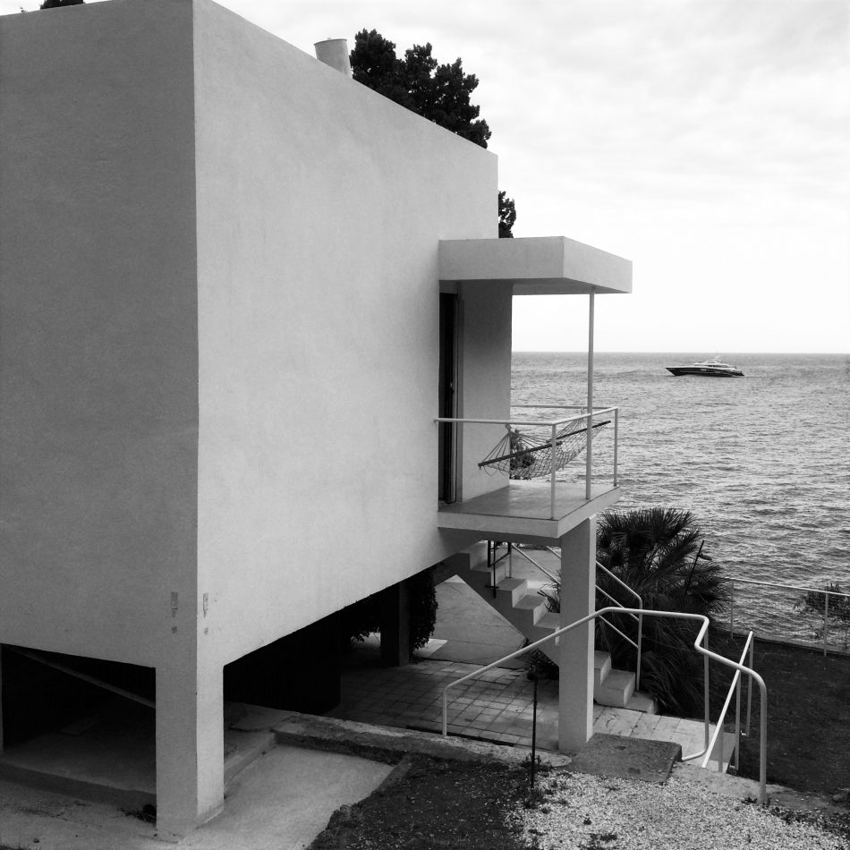 house of the day e 1027 by eileen gray journal the modern house. Black Bedroom Furniture Sets. Home Design Ideas