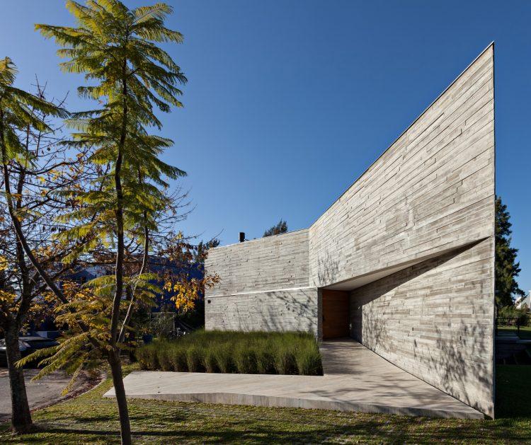 Casa L by Alric Galindez Arquitectos