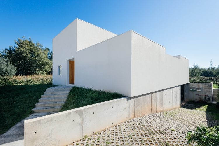 House in Preguicosas, The Modern House