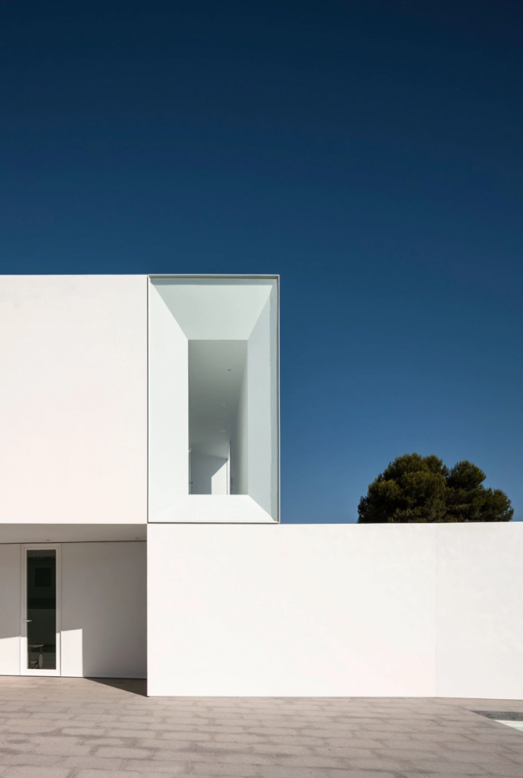 House by Adolfo Perez, The Modern House