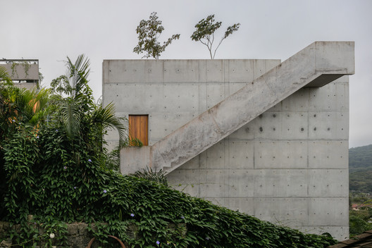 Ubatuba House II, The Modern House