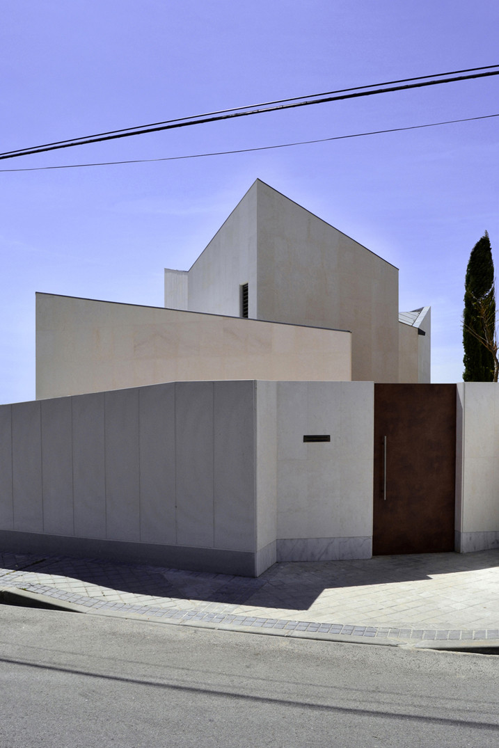 Zigzag House by Cobaleda & García Arquitectos, The Modern House