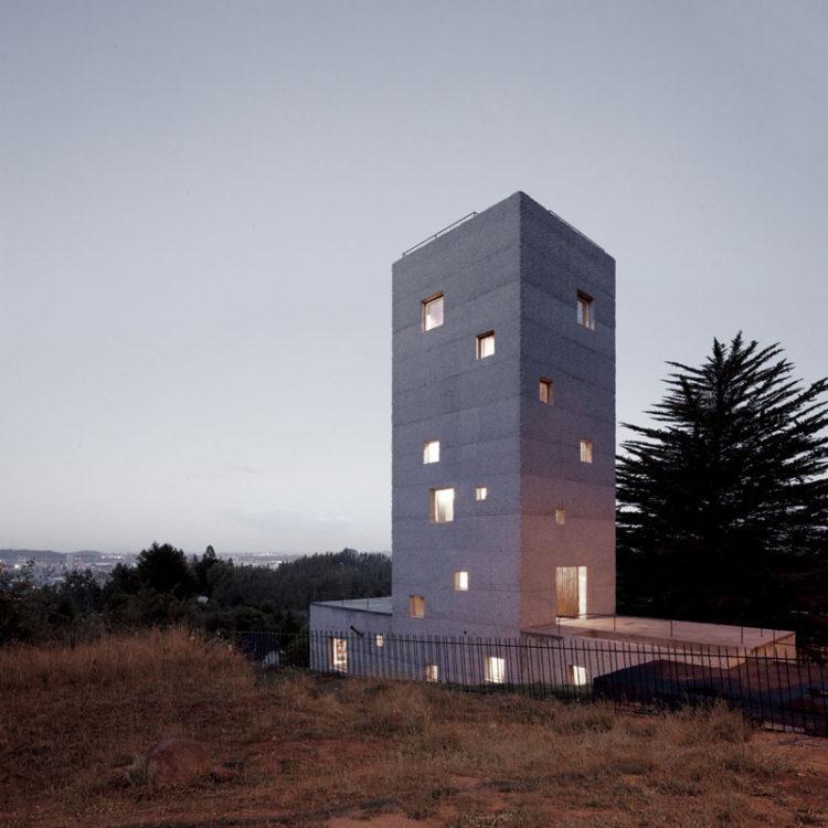 Cien House by Pezo von Ellrichshausen
