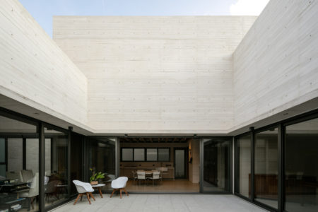 House of the Day: Acolhúas House by SPRB Arquitectos
