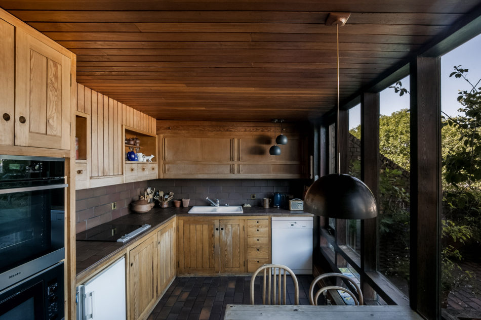 the kitchen with outdoor terrace