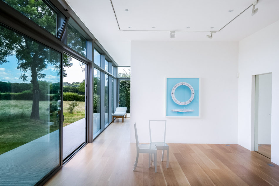 how to decorate with art